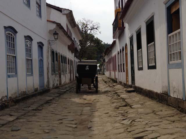 Paraty_road3