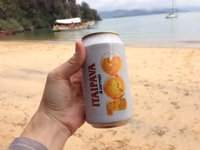 Beer_on_the_beach_in_paraty